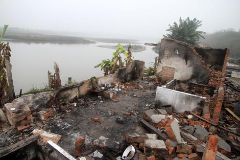 L'habitation de la famille de Doan Van Vuon en ruine © 2012 VN Express