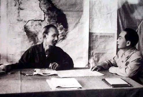 Ho Chi Minh et Vo Nguyen Giap en 1954 © VOV