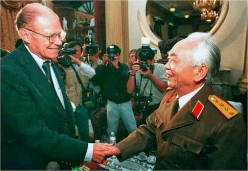 McNamara et Vo Nguyen Giap en 1995