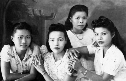 Groupe de prostituées dans les années 1950. © Archives personnelles de RTV.
