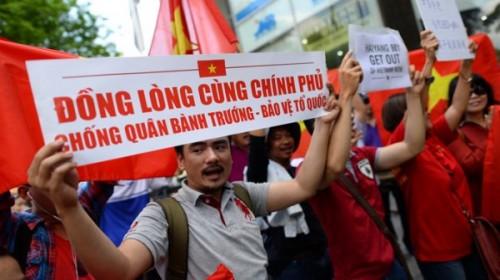 Devant le Consulat de Chine à HCM-Ville © 2014 TTXVA