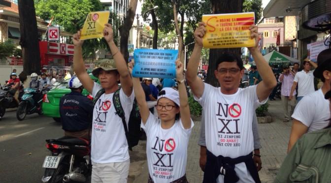 Police brutally suppress demonstrations against Xi Jinping in Hanoi and Saigon [Dan Lam Bao]