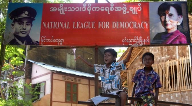"""Bruno Chabanas : """"A la veille des élections générales, quels enjeux pour la Birmanie ?"""" [séminaire IAO, 05/11/2015]"""