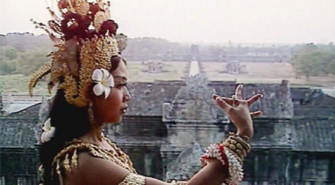 Lucie Labbé : « Danseuses et divinités. Modalités et enjeux de l'apprentissage de la danse de cour cambodgienne » [thèse]