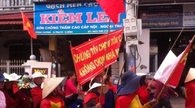 Poissons empoisonnés dans le centre du Viêt-Nam, la colère monte [vidéos]