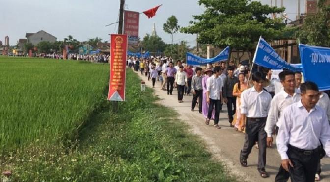 Troisième manifestation pour l'environnement au Viêt-Nam : poisson pourri
