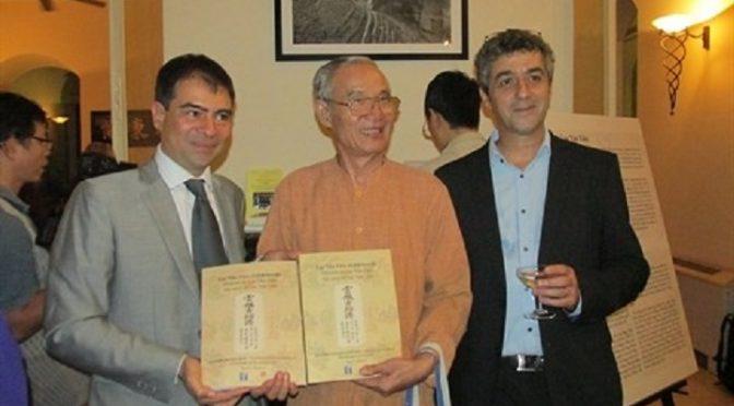 Présentation d'un manuscrit ancien Histoire de Luc Vân Tiên en trois langues