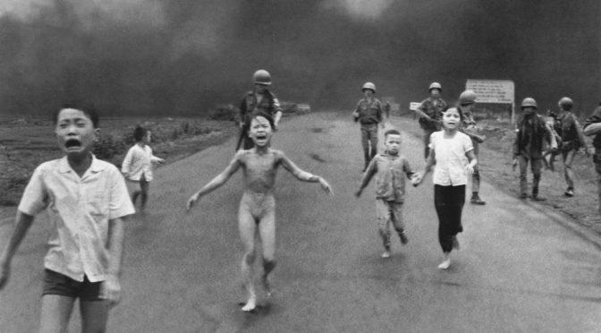 Vidéo : Facebook rétablit la photo de la petite vietnamienne brûlée au napalm