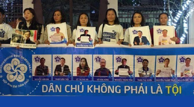 L'image du jour : Viêt-Nam, les épouses des condamnés du 5 avril protestent