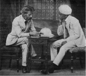 / Patrick Geddes en compagnie du Maharadja d'Indore - 1947, Patrick Geddes in India. Jaqueline Tyrwhitt, ed. London, Royaume-Uni: L. Humphries.