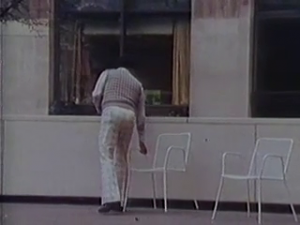 """People move chairs !"" (extrait du film de William H. Whyte The Social Life of Small Urban Places)"