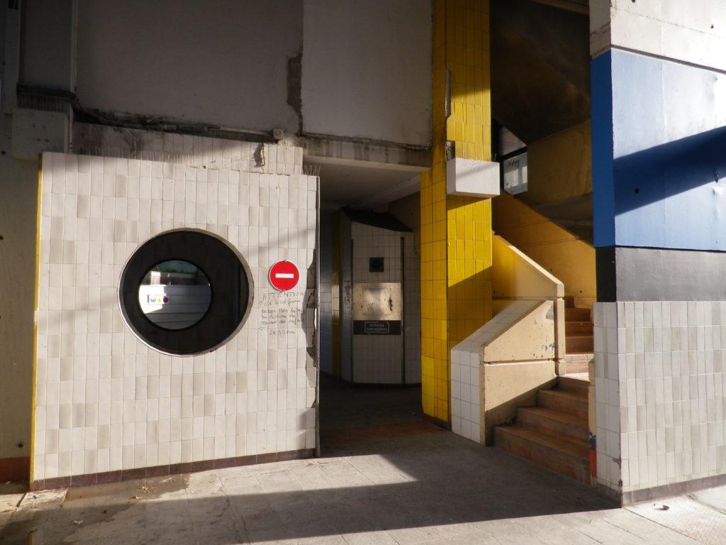 Villeneuve de Grenoble. Entrée du 40 Arlequin - Photo prise le 13 novembre 2015 par Mailys Toussaint