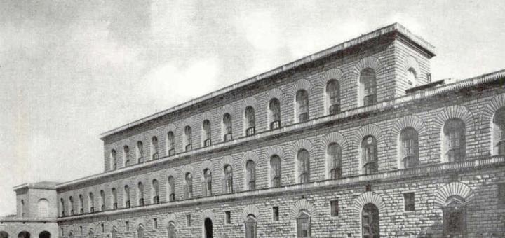 Le Palais Pitti à Florence : la voiture à droite en donne l'échelle. Source : Brochure touristique circa années 30. Marc Crunelle