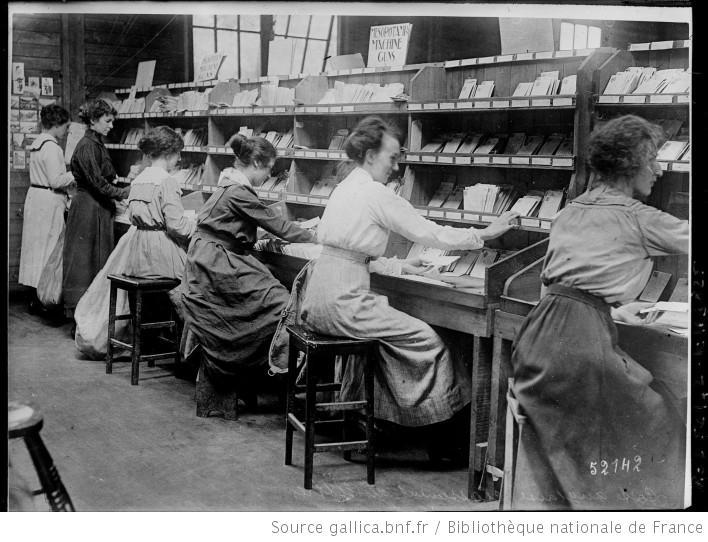 femmes au travail dans le monde histoire et actualit s en photos et documents des images. Black Bedroom Furniture Sets. Home Design Ideas
